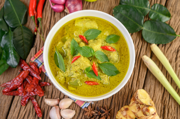 green-curry-bowl-with-lime-red-onion-lemon-grass-garlic-kaffir-lime-leaves_1150-21360.jpg