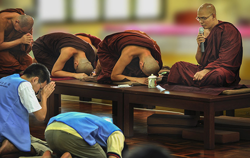 theravada-buddhism-1813605_960_720.jpg